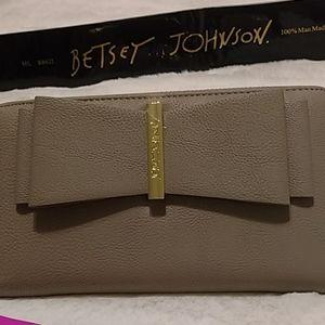 Betsey Johnson zipper around wallet